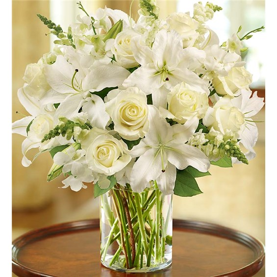 Classic-All-White-Arrangement-by-Flowerama